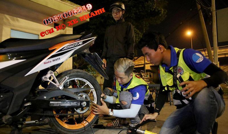 Cứu hộ xe máy ban đêm
