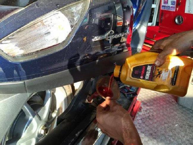 thay dầu cho xe máy