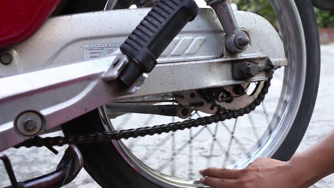 nhông xích xe máy