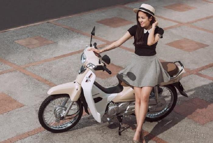 Biết cách sang số xe máy không bị giật sẽ giúp chị em lái xe an toàn hơn