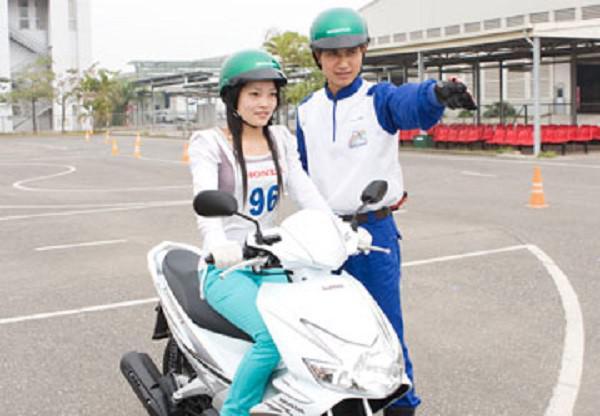 hướng dẫn căn bản cho các bạn tập lái xe máy